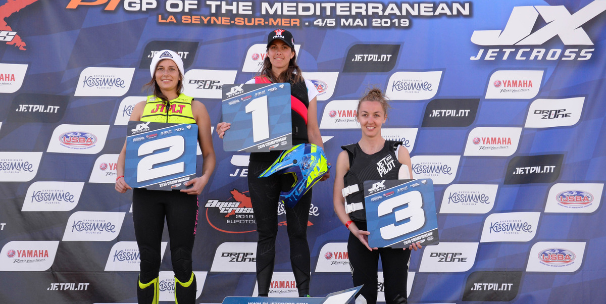 Am Ski Ladies podium from left to right: 2nd Estelle Poret - 1st Jennifer Menard - 3rd Lou Dardillat